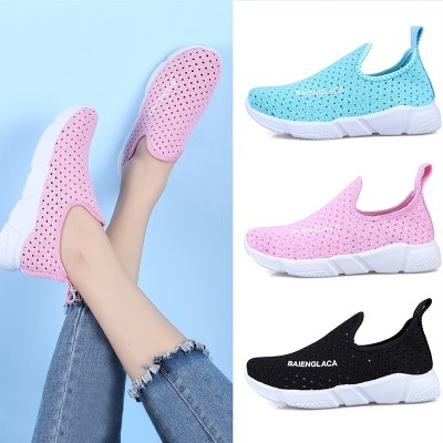 In the summer of 2017 new air flying shoes weaving a pedal lazy all-match running shoes of female students.