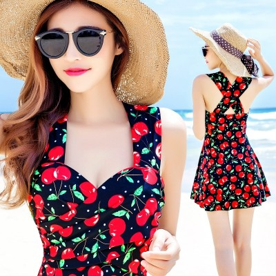 The new type of steel supporting small Siamese Swimsuit Dress chest gather cover belly thin body size spa conservative swimwear