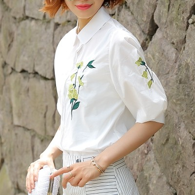 White shirts, Korean fans, 2017 new summer loose stripes, women's blouses, casual occupations, five point sleeves, shirts