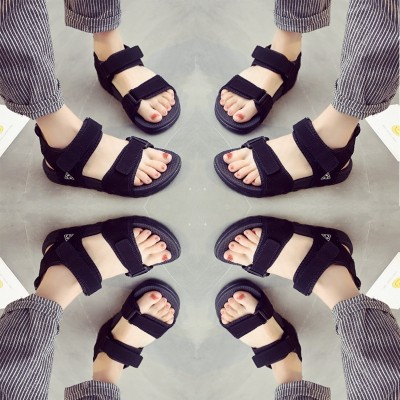 In the summer of 2017 new flat sandals female shoes all-match Korean students soft sister source of wind, beach sports