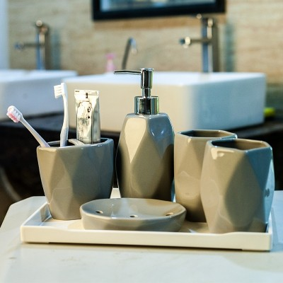 We are thinking of European style simple ceramics, washing suits, bathroom fittings, five sets of bathroom articles, a set of toothbrush cups and mouthwash cups
