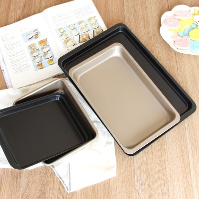 The baking tools are baked in a rectangular grill pan and baked with bread cake molds