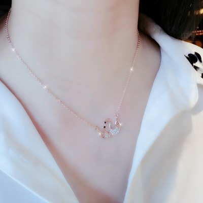 Japan and South Korea swans rose gold chain of clavicle Europe and the United States women short necklace Simple collocation act the role ofing is tasted sweet temperament