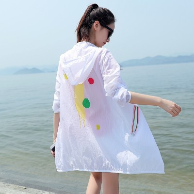 The  new summer sun protection clothing in the long thin loose and long sleeve coat sunscreen breathable all-match Beach