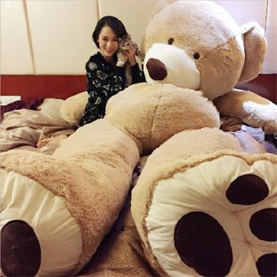 The 2 meter bear giant panda, 1.8 teddy bear stuffed with a stuffed bear doll